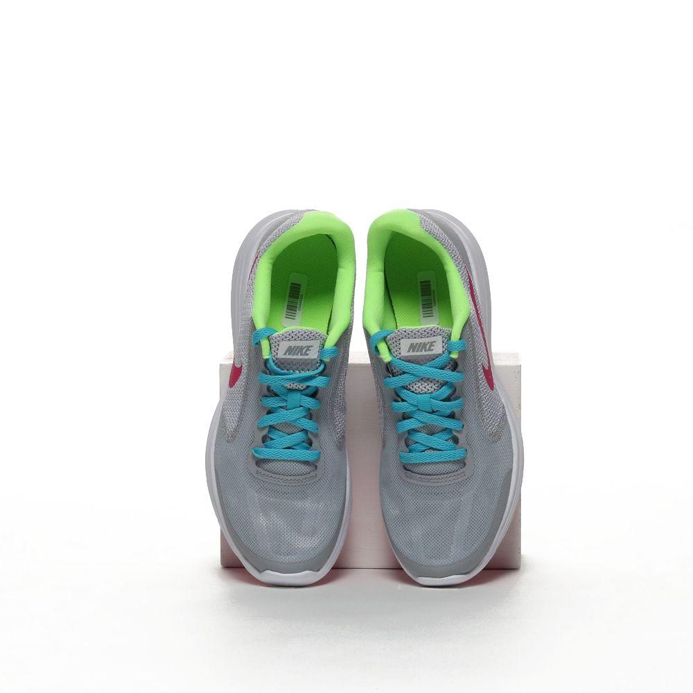 Nike revolution 3