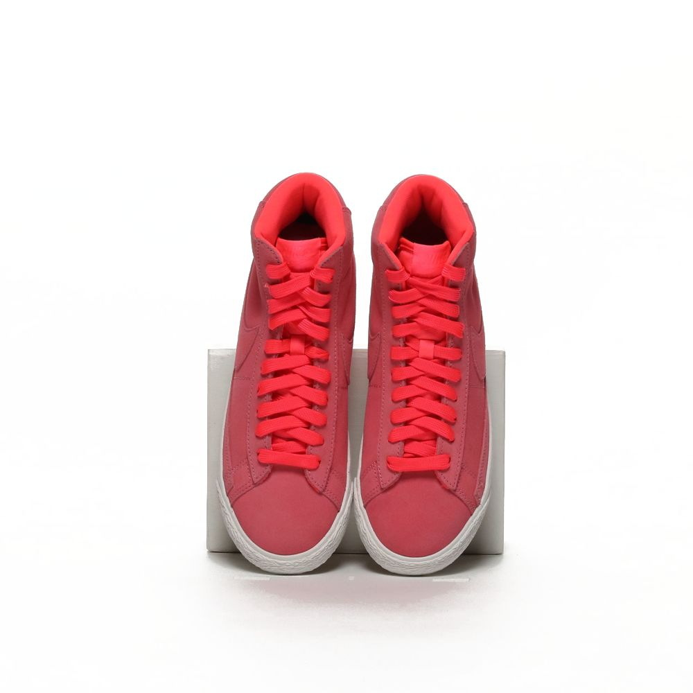 <!-- this list order is intentional -->             Nike blazer mid