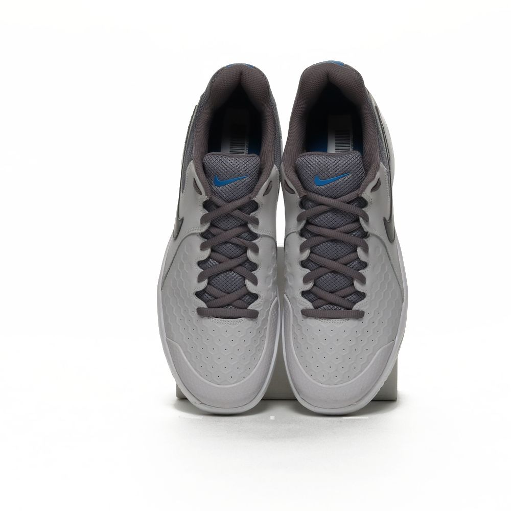 <!-- this list order is intentional -->             Nike air zoom resistance