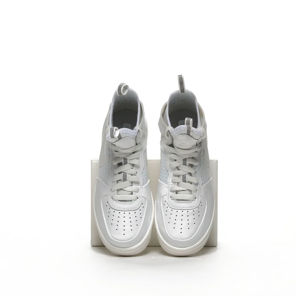 <!-- this list order is intentional -->             W air force 1 ultraforce mid
