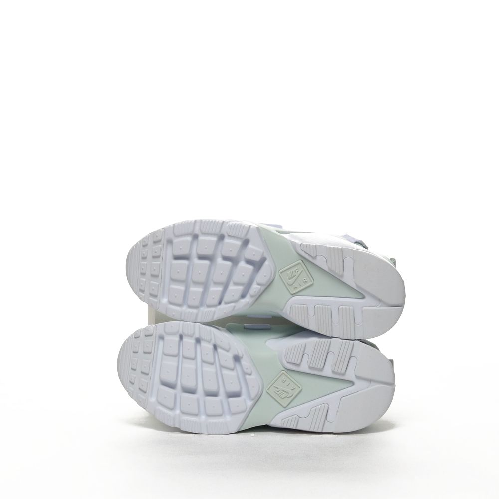 <!-- this list order is intentional -->             W nike air huarache city low