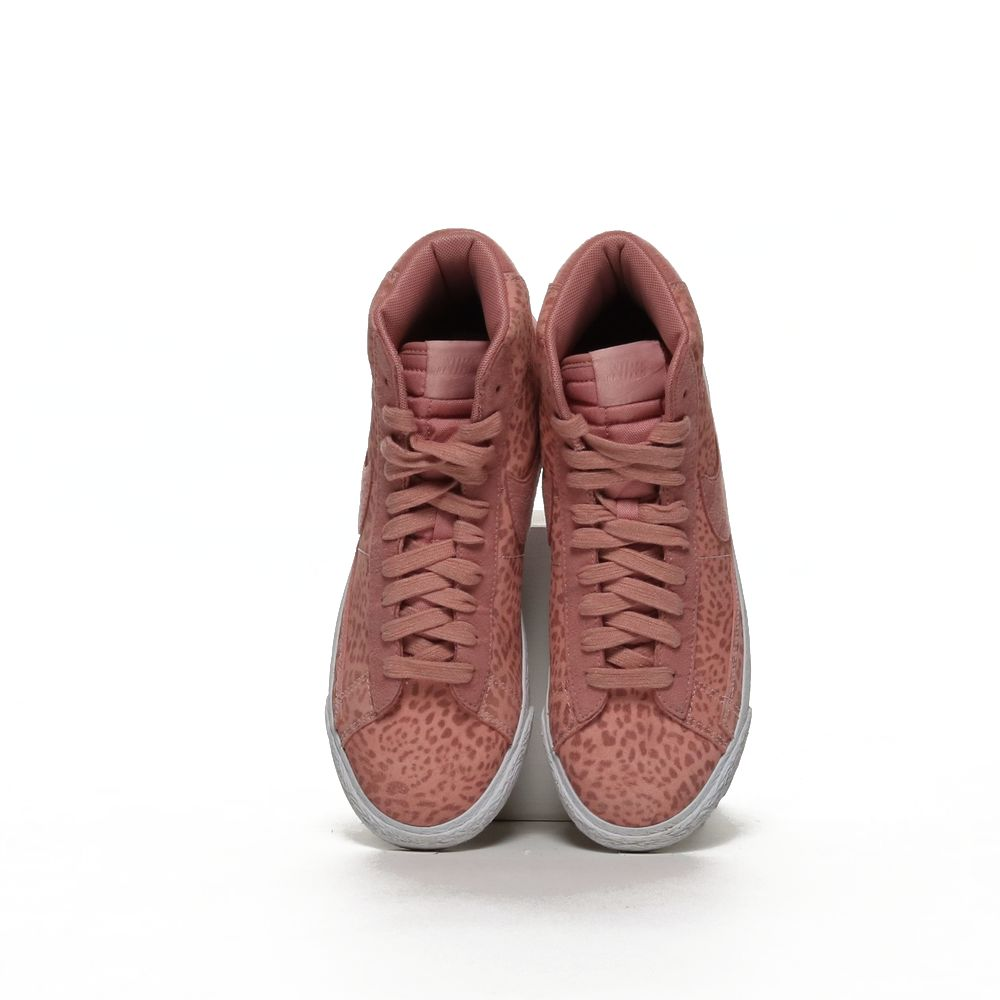 <!-- this list order is intentional -->             Nike blazer mid se