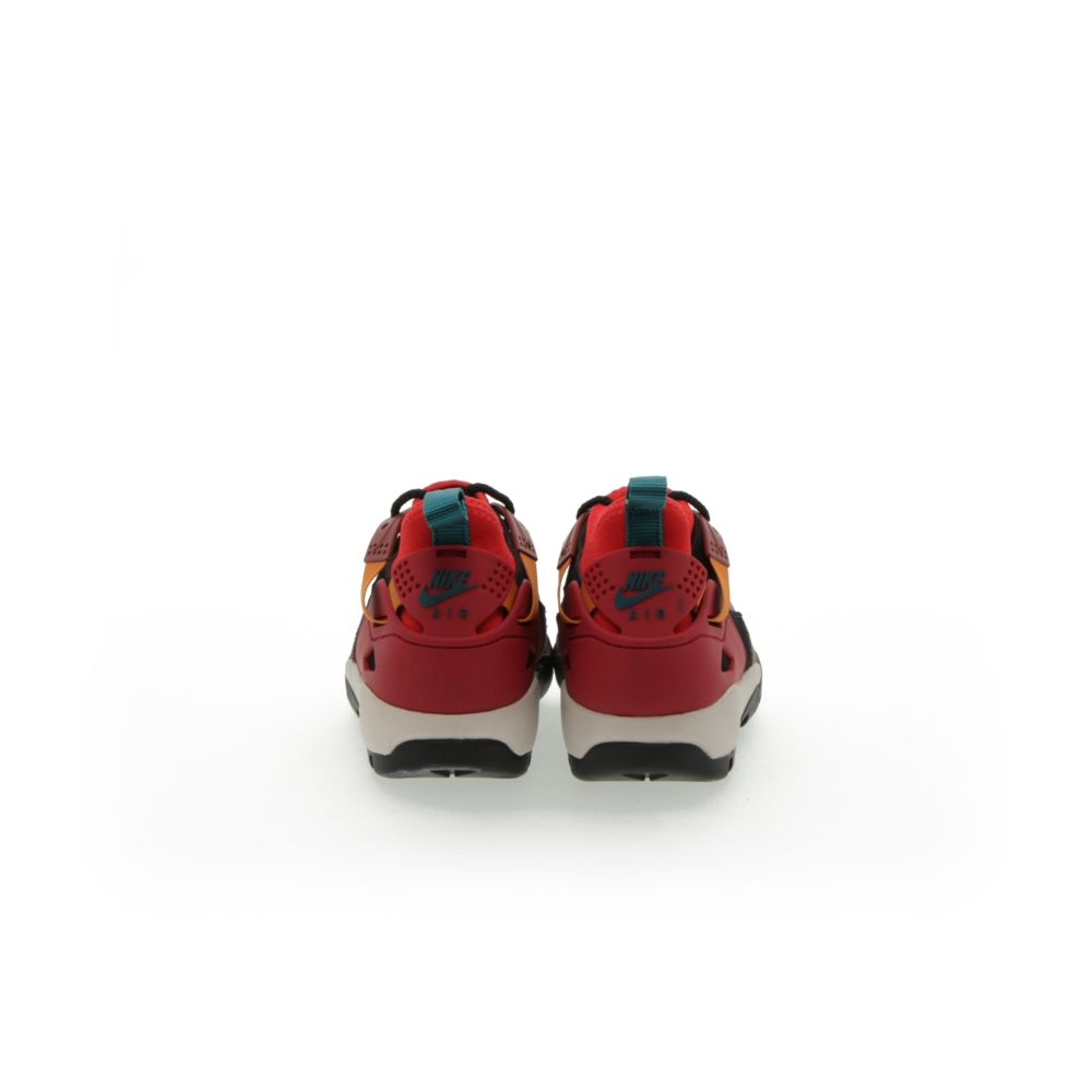 <!-- this list order is intentional -->             Nike acg air revaderchi