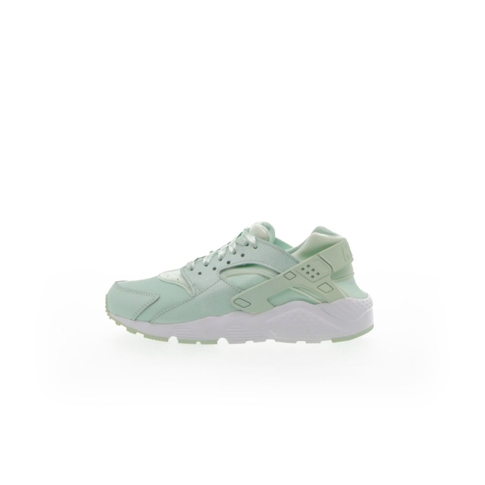 <!-- this list order is intentional -->             Nike huarache se