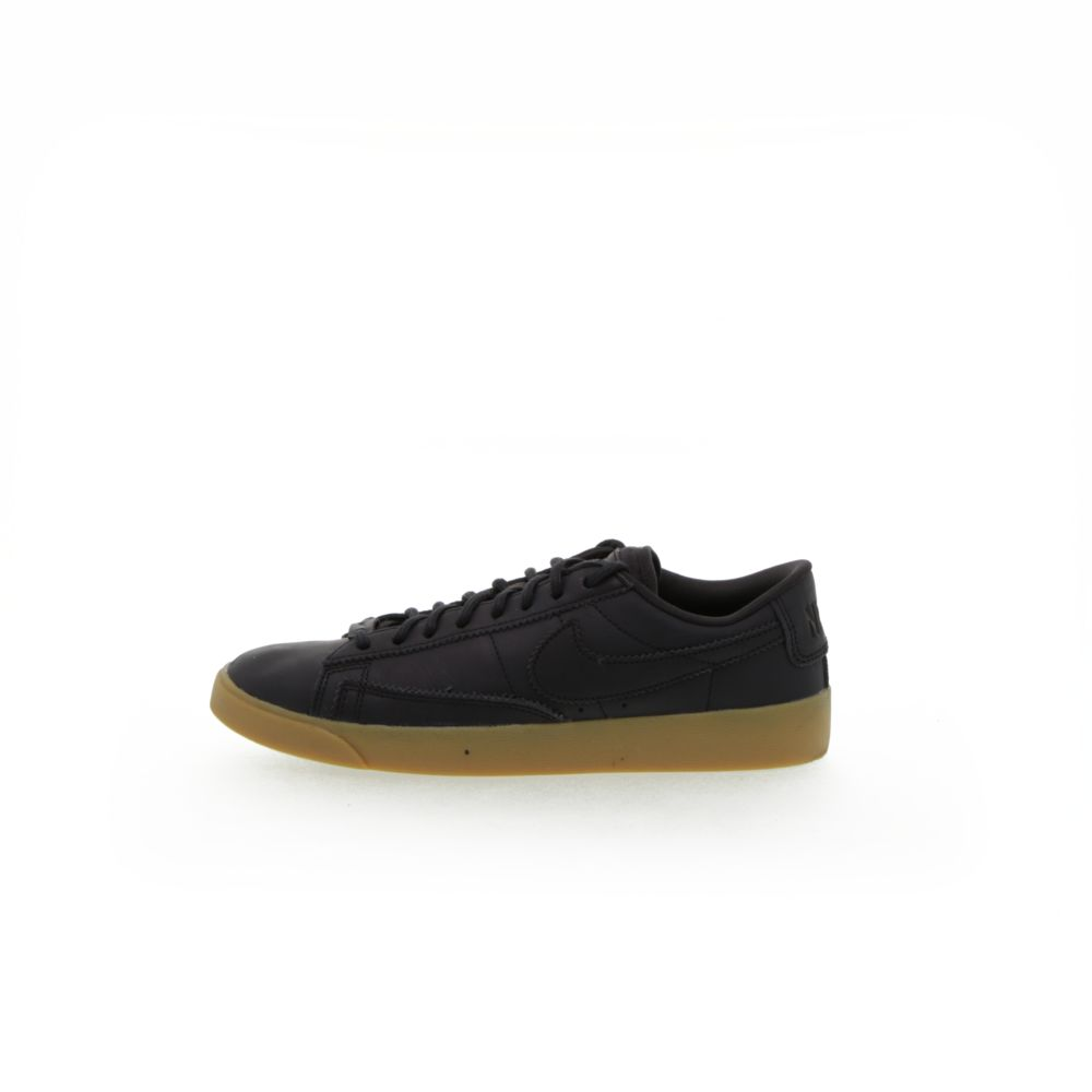 <!-- this list order is intentional -->             Nike blazer low lxx